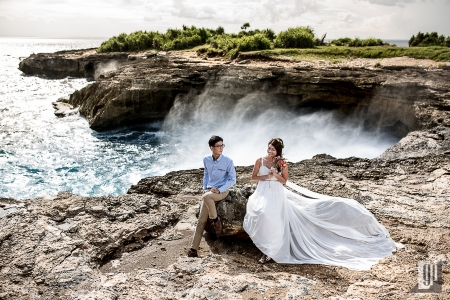 Prewedding in Nusa Lembongan Island Bali happy love smile white gown and shirt waves cliff beach