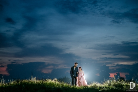 Prewedding in Dream Beach Lembongan Island Bali happy love smile pink gown and tuxedo sunset in the sky back light