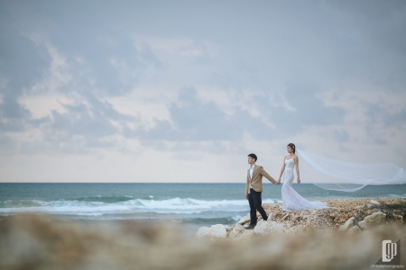 Prewedding in Tegal Wangi Beach Bali happy love smile happy sunset beach cliff romantic hug kiss white dress and tuxedo veil
