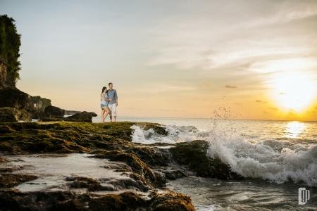 prewedding in tegal wangi beach bali love happy smile couple cave rock beach cliff blue sky kiss hug prewedding casual